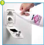 Les modèles qui ont leur propre réservoir d'eau claire devront également être remplis. Selon le modèle: (3) ouvrez le portillon de service, (4) ou ouvrez la trappe de remplissage à l'extérieur du véhicule; ajoutez l'additif d'eau propre (Aqua Rinse Plus); et remplissez le réservoir avec de l'eau. Vos toilettes sont maintenant prêtes à l'emploi.
